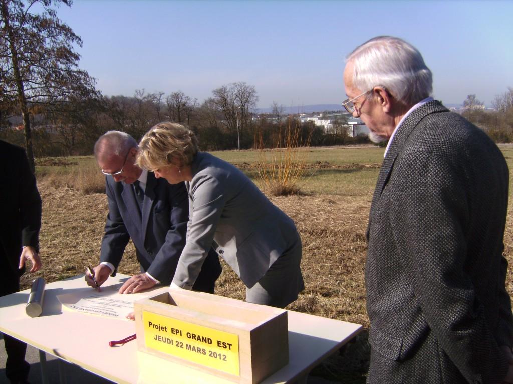 Signature par Monsieur Joubert, VP de l'Office d'hygiène sociale de Lorraine (OHS)